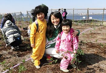 写真:ミス日本みどりの女神と記念植樹