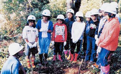 さまざまな活動に活用されている学校林